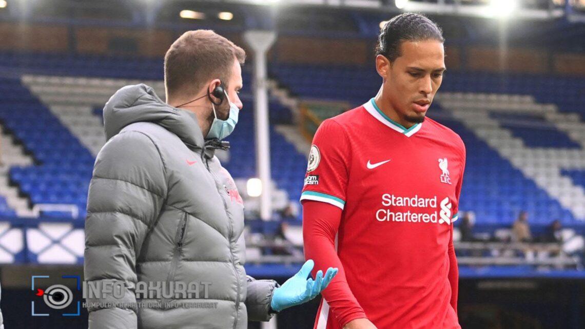 Virgil van Dijk dan Thiago dari Liverpool cedera saat melawan Everton