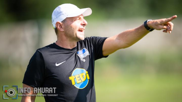 Hertha Berlin memecat pelatih kiper Petry karena LGBTQ +, komentar imigrasi